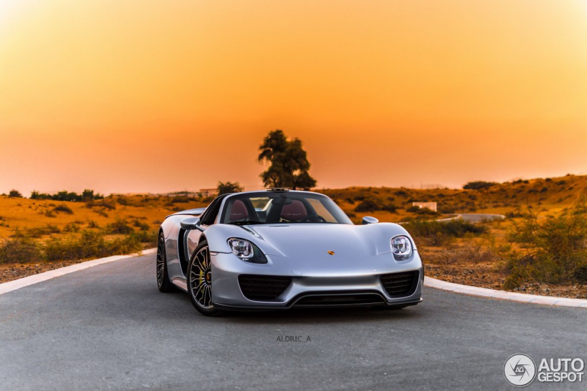 porsche 918 spyder in dubai hypercars le sommet de l. Black Bedroom Furniture Sets. Home Design Ideas