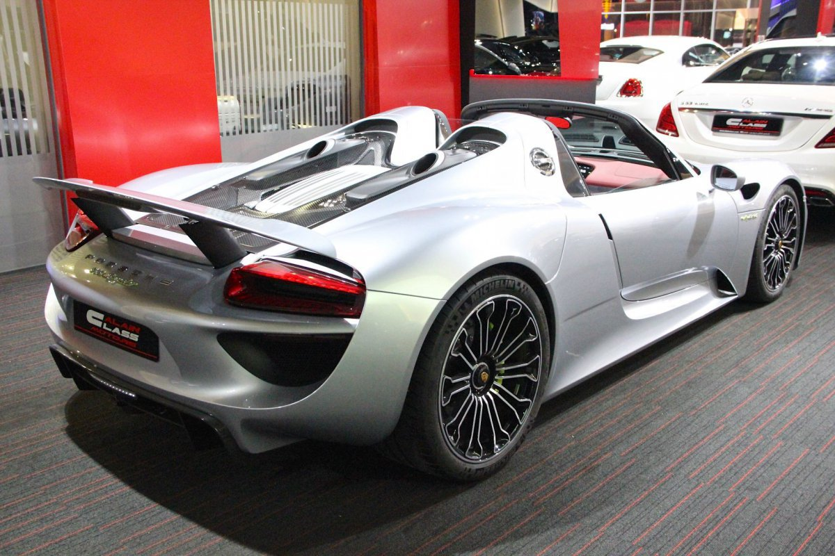 for sale porsche 918 spyder by al ain class motors hypercars le sommet. Black Bedroom Furniture Sets. Home Design Ideas