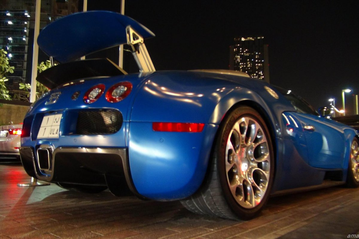 Bugatti veyron price in dubai 2015 photoshoot bugatti veyron 16 4 in dubai astounding price of Grand home furniture dubai