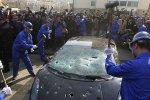 Un Chinois détruit sa Lamborghini Gallardo à coup de massue.